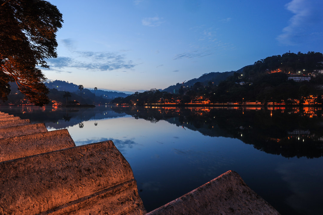 kandy lake view at night
