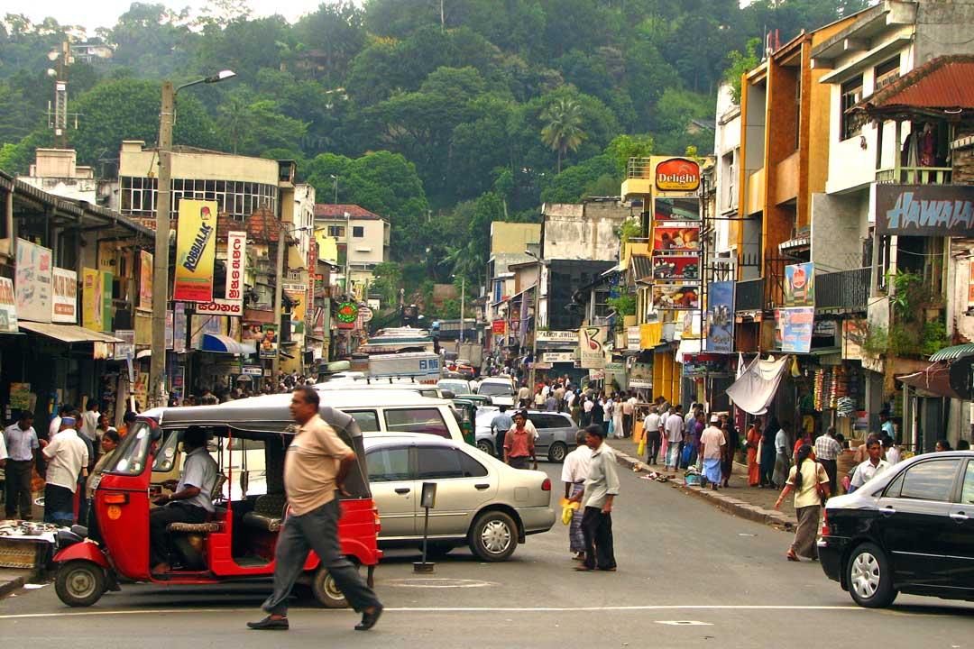 Colombo-Street-in-Kandy